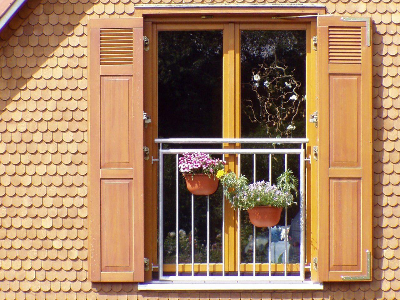 Holzklappläden von Heil Fassadenbau