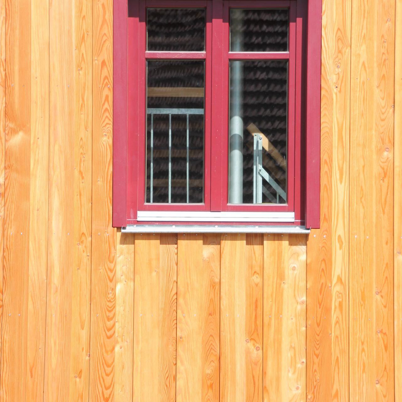 Brettverschaltung mit Fenster Detailaufnahme