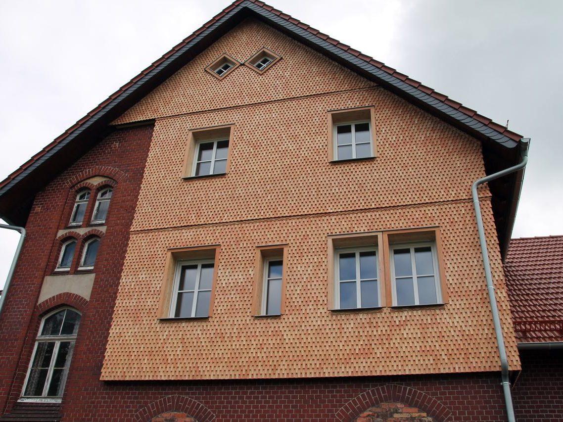 Holzschindel Fassade Schwalbenschwanz