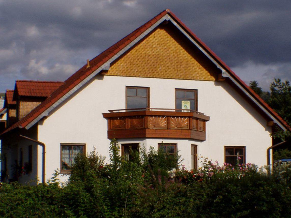 Beispiele Holschindel-Fassaden