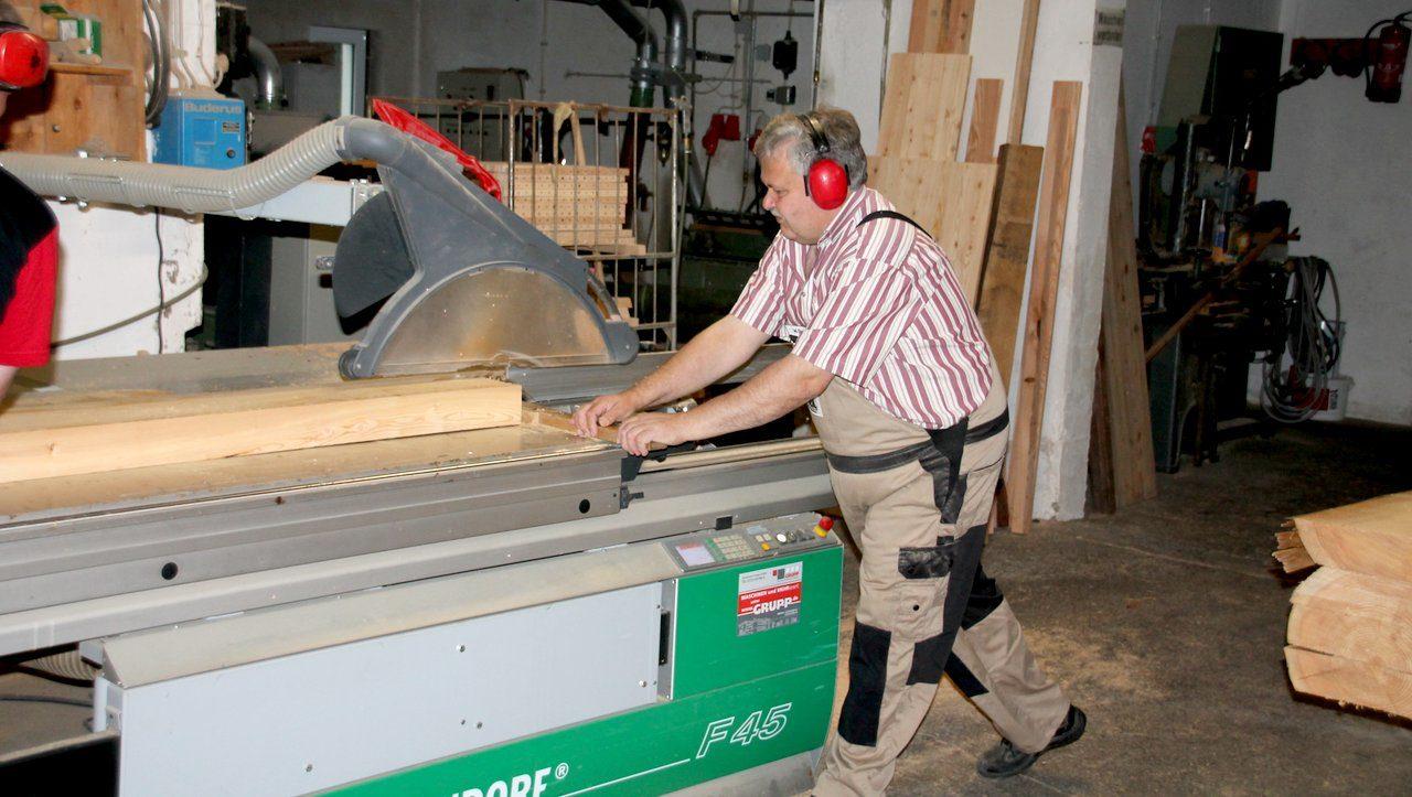 Produktion von Holzschindeln und Brettverschalungen